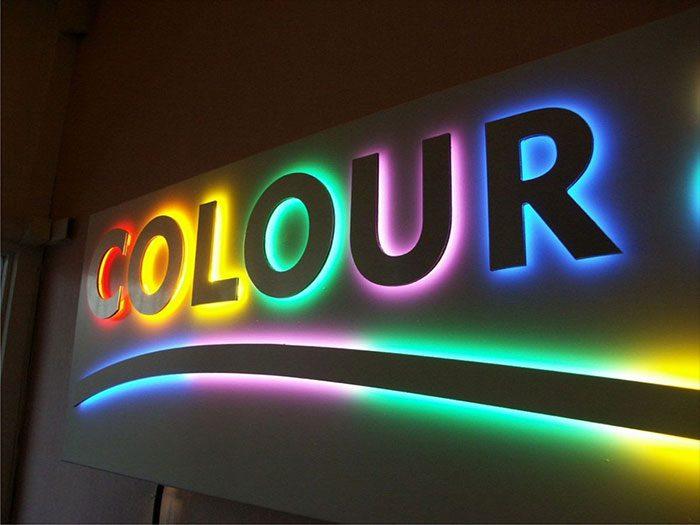 تابلو فلزی نور متمرکز چند رنگ