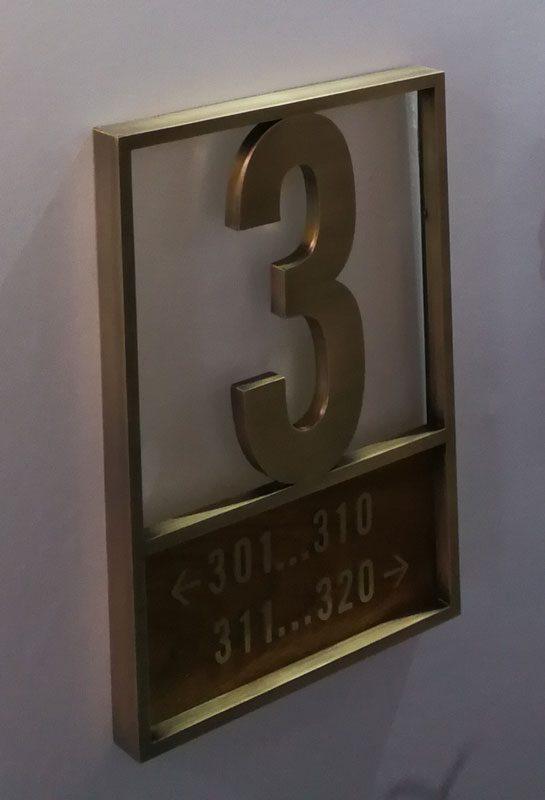 تابلو پشت در پلاک فلزی