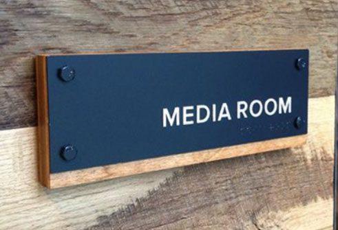 تابلو پشت در اتاق رسانه
