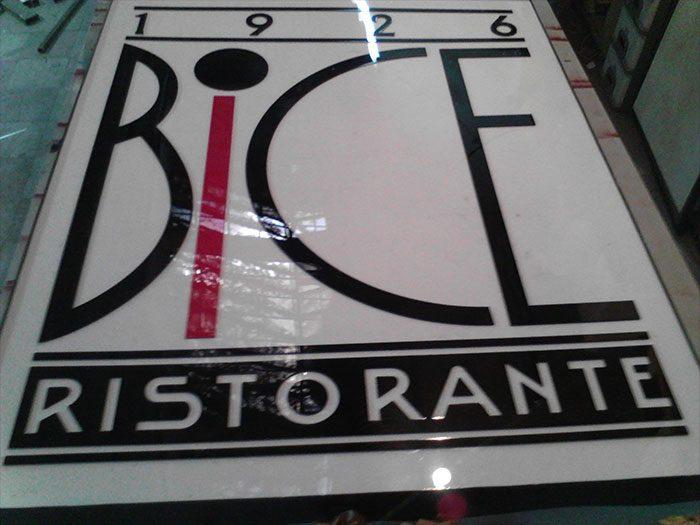 لایت باکس آلومینیومی رستوران بایک