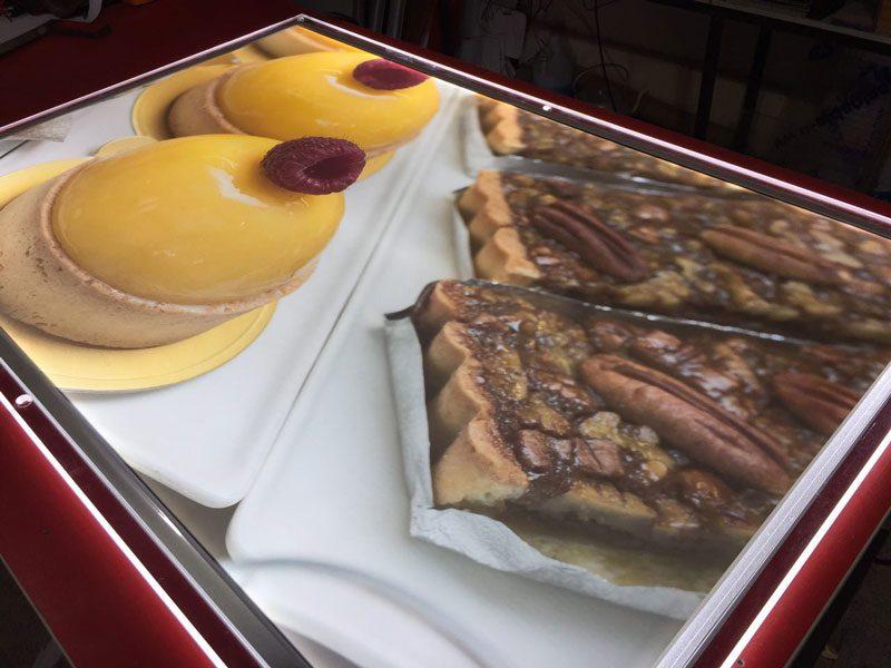 لایت باکس کریستالی شیرینی فروشی