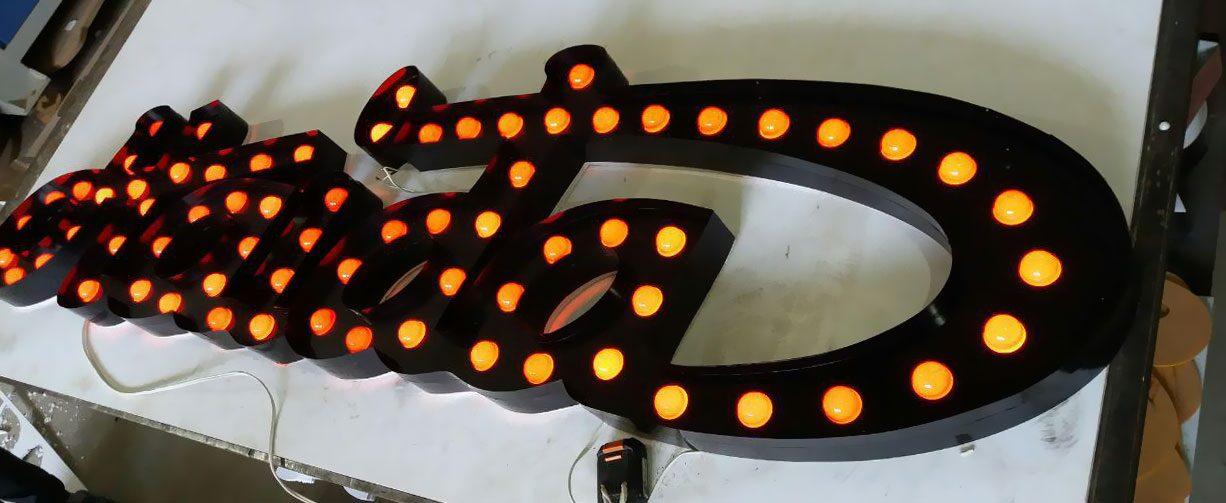 حروف فلز لاس وگاسی لامپ وکیومی روشن