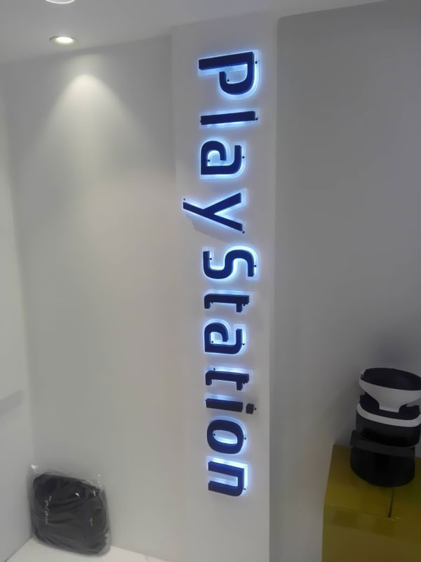 حروف برجسته فلزی نوراندریک با رنگ اتومبیل
