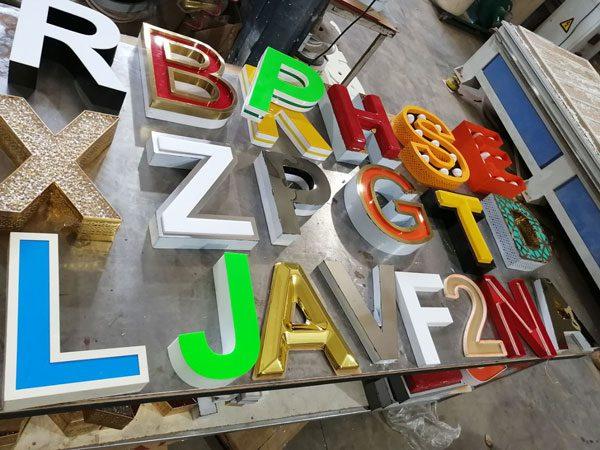 نمونه های انواع حروف برجسته استیل فلز وکیوم پلکسی چلنیوم